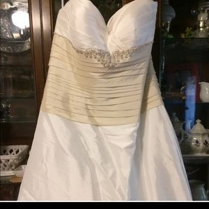 Beautiful Ivory and Cream Wedding Gown